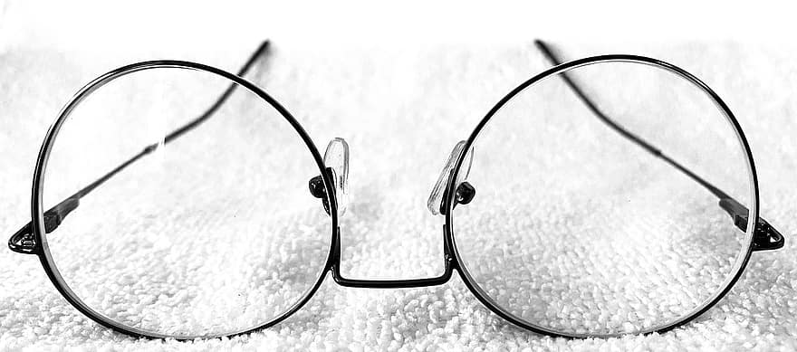How Do Eyeglasses Correct your Vision?